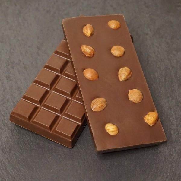 Ganze Haselnuss Tafel aus Zartbitter Schokolade