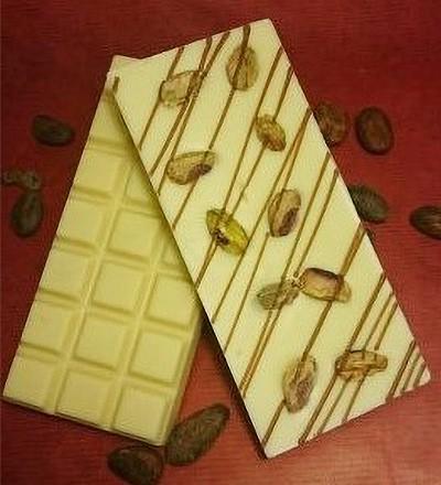 Ganze Pistazien Schokoladentafel aus weisser Schokolade