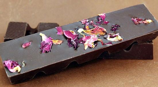 Rosenblüten Schokoladenriegel aus Zartbitterschokolade