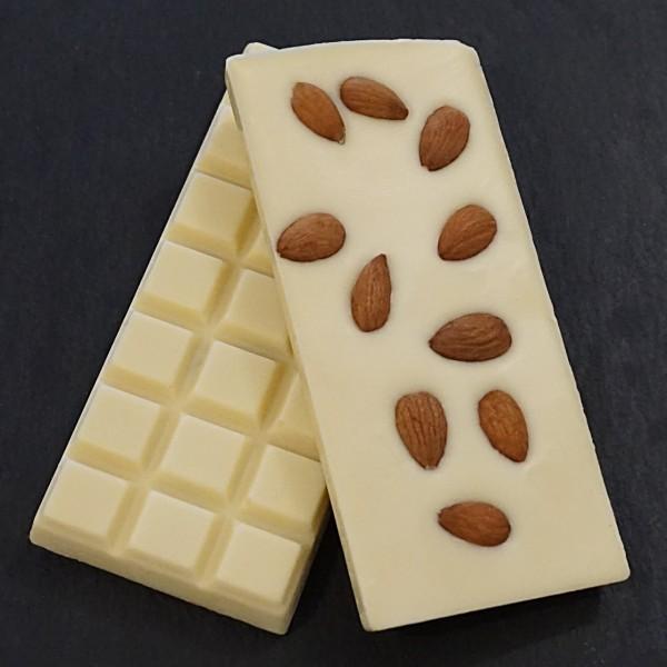 Ganze Mandeln Schokoladentafel aus weisser Schokolade