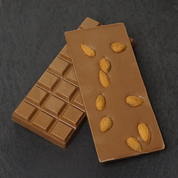 Ganze Mandeln Tafel aus Edelvollmilch Schokolade